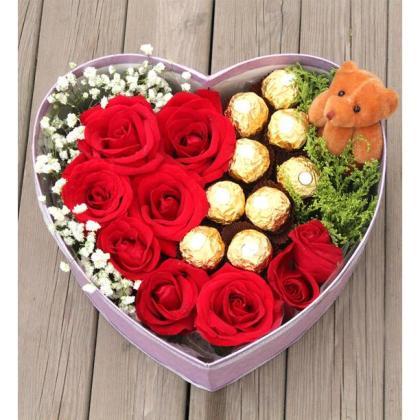 9枝顶级红玫瑰,9颗巧克力,1只小熊,心形鲜花礼盒